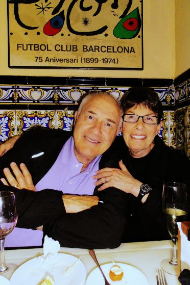 Couple on our tapas evening walking tour of Barcelona