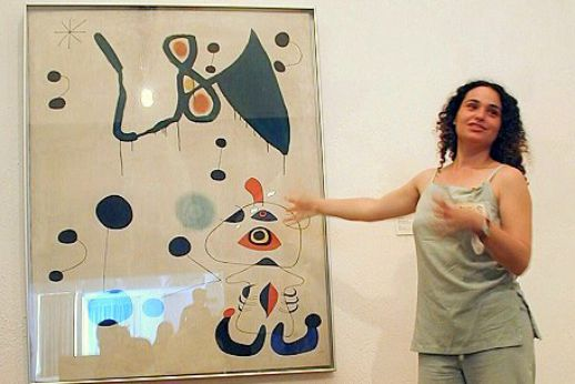 Guide at the Miro Museum during our Private Art Tours in Barcelona
