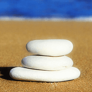 Zen stones that transmit the concept of beach safety