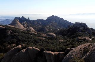 Montserrat hiking trails: view of the peaks
