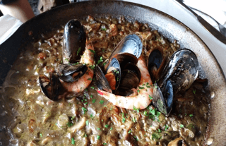 What to do in Barcelona on Sunday: Eat paella!