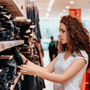 Woman in the Born Shopping | ForeverBarcelona