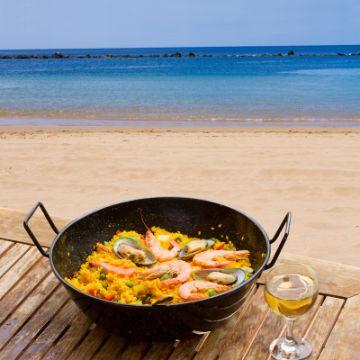 Paella in one of the Barcelona Beach Restaurants | ForeverBarcelona