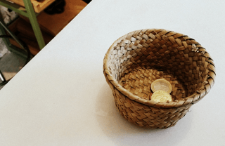 Customary tipping in Spain on a basket
