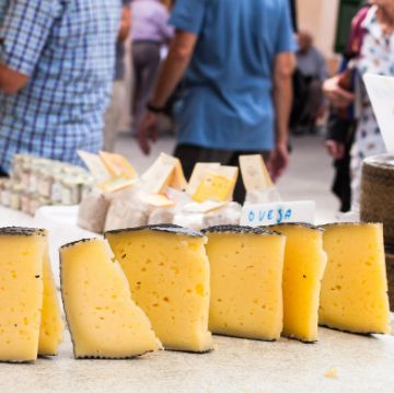 Cheeses from Spain in a farmers market | ForeverBarcelona