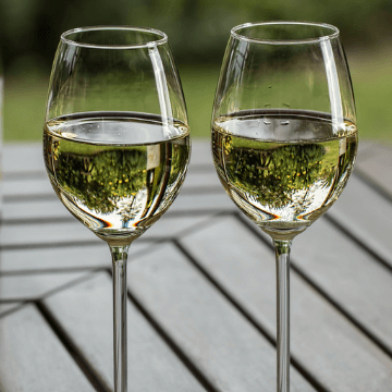 Two glasses of Spanish white wines