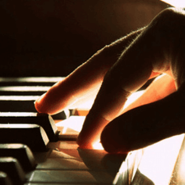 pianist hand in one of the Live music in Barcelona restaurants