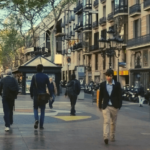 People walking to a Rambla Restaurant selected by us