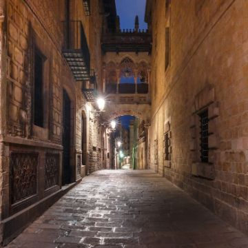 Walk around the Gothic Quarter, one of my favorite Things to do at night Barcelona Spain