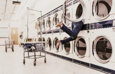 Clara's weirdest tour at the laundry