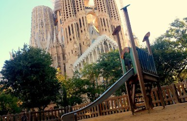 Top playgrounds in Barcelona near tourist sites
