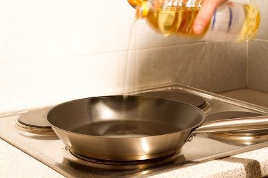 Heating oil to fry fritters batter